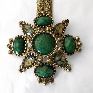EL ERICA LYONS GREEN JEWELED STATEMENT NECKLACE